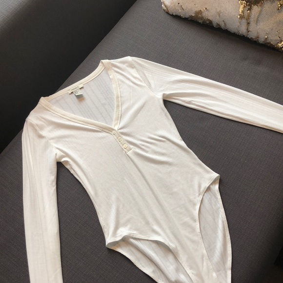 Forever 21 Tops - White long sleeve bodysuit